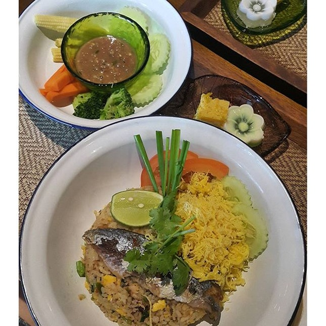 Pla Tu rice (Thai Ikan kembung with rice and belacan) + iced pandan drink + dessert @ RM19.90  This is so dem good and so dem fulfilling.