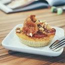 Maple & Bacon Cinnamon Cake with walnuts.