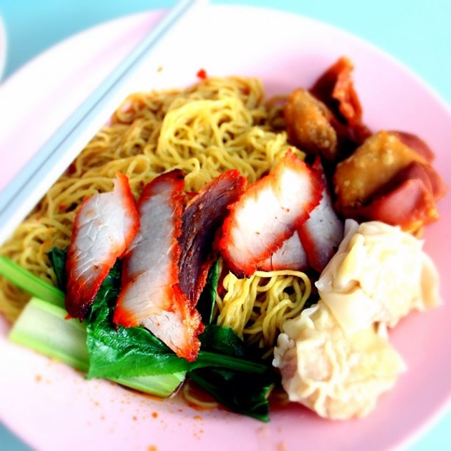 Nothing like old school wanton mee to start the day off. That same old familiar taste. TGIF (and a possible long weekend) everyone!