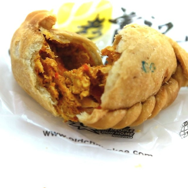 Trying out the Old Chang Kee Chilli crab curry puff.