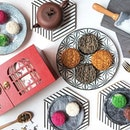 The Must Try Mooncakes (and their boxes) you can find in Singapore.