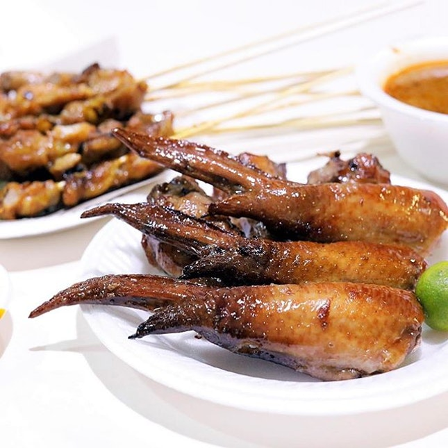 Talking about BBQ Chicken Wings, more prominent stalls there would have been TKR Yummy Chicken Wings, Weng's BBQ Chicken Wings, and Chong Pang Huat.