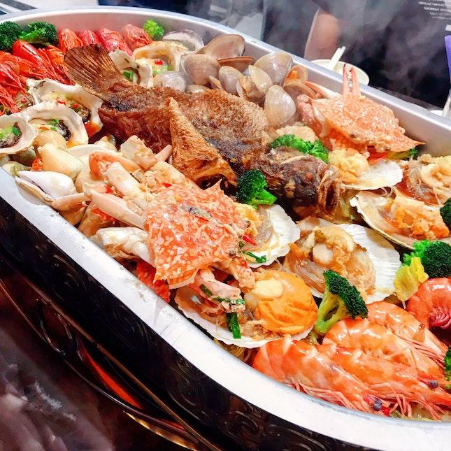 Eight Signatures Seafood ($158++)