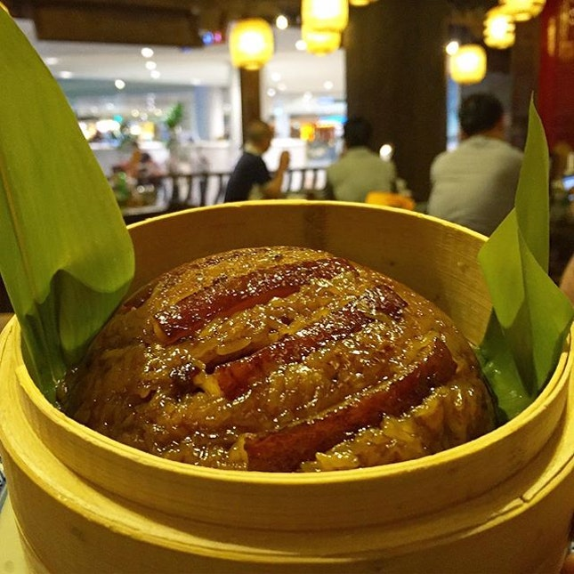 Steamed glutinous rice with pork.