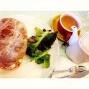 #mittagessen #yummy #lecker #mittagspause #SunnySingapore #honey #smoked #ham #sandwich