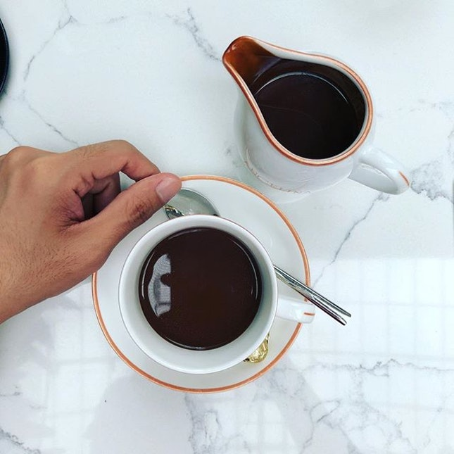 Un peu de Paris • ☕️: Hot Chocolate - S$13++ 📍: @angelinasingapore Singapore