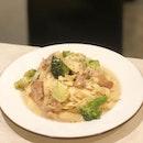 <🇫🇷> Il n'est rien de réel que le rêve et l'amour <🇬🇧> Nothing is real but dreams and love • 🍝: Chicken & Broccoli with Cream Sauce - S$13.80 📍: @pastariaabateitalian Singapore