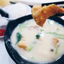 [Bugis/Hougang] There are two stalls that I would usually patronize to get my fried fish soup fix.