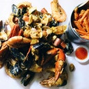 [Satay By The Bay] The newest kid on the block to serve Louisiana style seafood, Wholly Crab, was opened in May by Mediacorp actress, Felicia Chin.