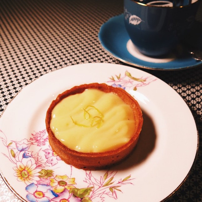 I'm on a roll in terms of hunting down the good and bad key lime/lemon tarts in Singapore.