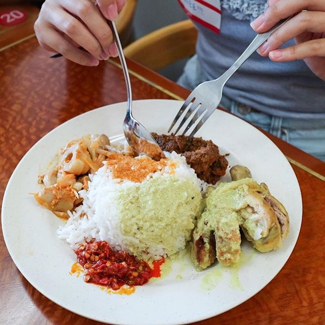 My go-to places for my nasi padang cravings has now increased to three places in the Kampong Glam area, all thanks to @veronicaphua during her Tasty Tastemaker Tour.