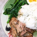 Besides the Baan Thai Wonton Noodles that everybody seems to be ordering, there's something that you should not miss and it's the Braised Pork Leg Rice.