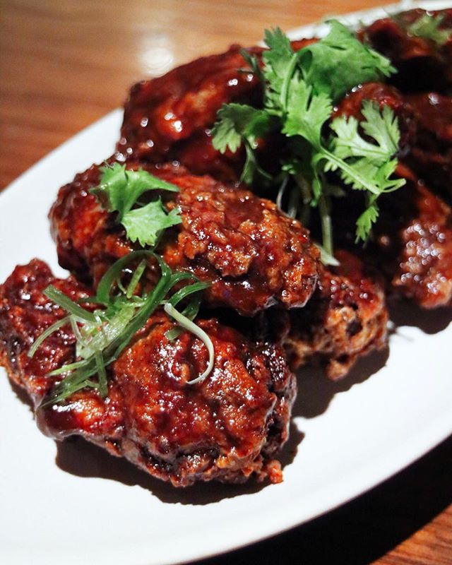 These tamarind spiced chicken wings were so finger lickin' good.