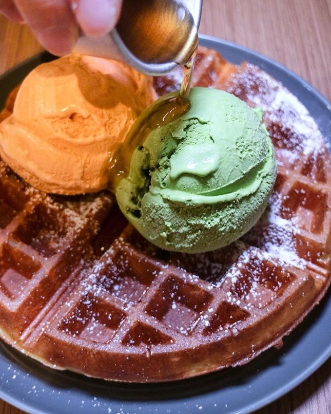 My recent liking for Thai Milk Tea ice cream got me ordering this combination of Kyoto Matcha and Thai Milk Tea ice cream with homemade waffles at Sugarhaus, which comes up pretty good.