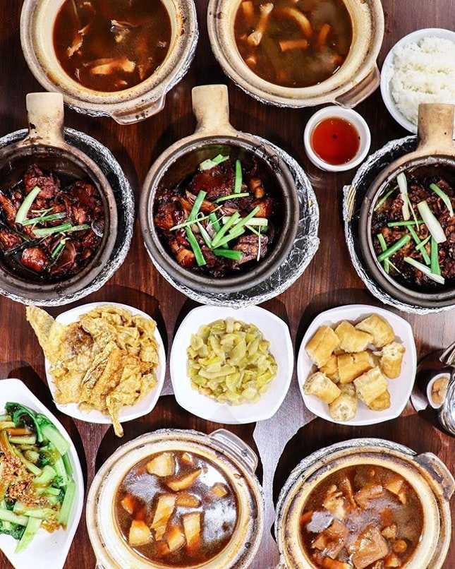 Everyone knows our local bak kut teh, which has the familiar peppery broth, but do you know that there is another version that's brought to us by the Malaysians?