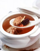 With such a rainy weather today, a hot bowl of soup will definitely warms the soul.