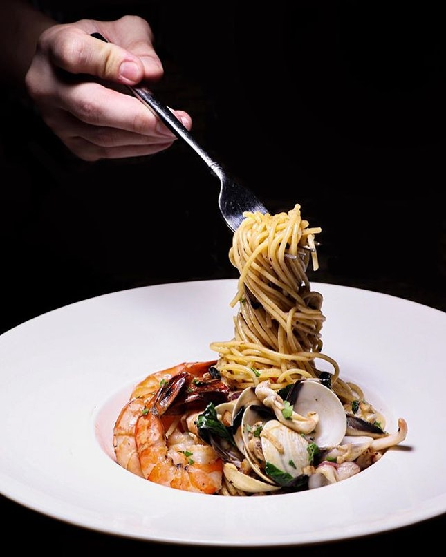 Available for dinner, the Seafood Aglio Olio ($24) is one of the mains that you should consider when at RedDot BrewHouse.