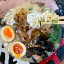 With an exclusive seasonal menu served only at this particular outlet, besides the Spring, Summer, Autumn and Winter, there is actually a King Ramen option that has stir-fried pork with ginger that's topped onto the tonkotsu King ramen.