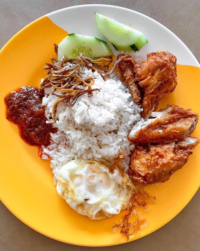 Back to Changi Village and another plate of nasi lemak, this time round from the other popular stall in the hawker centre.