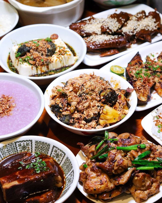 With just one more day to go on 10 August, The Salted Plum has put together a SIN-JIAK-PORE 55 Set Menu (2 pax $48, 4 pax $88) with four National Day specials in this menu that include XO Sauce Scallops with ginger strips, Grilled Spicy Eggplant, Brussels Sprouts Rojak and Braised Spicy Duck Wings.