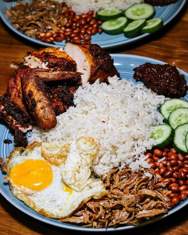 After a disappointing dinner reservation that didn't happened, we made our way to our comfort food, nasi lemak.