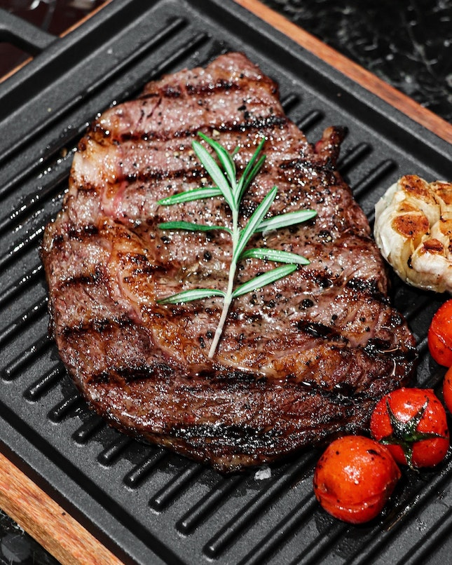 One of the newest dining destinations in VivoCity is Barossa Bar & Grill and the restaurant focuses on Josper oven-grilled dishes and their signature 50-day dry-aged Australian beef offerings using their own dry-ageing fridge.
