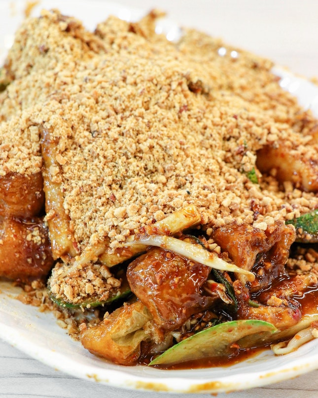 When in Toa Payoh interchange, never miss the opportunity to have one of the best rojaks in Singapore at Soon Heng Rojak.