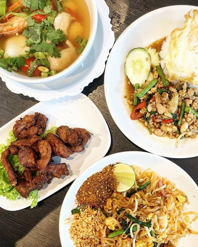 Basil Pork with Rice, Pad Thai, Garlic Fried Chicken and Tom Yum Soup (7/10) One of the affordable places that I patronise for authentic Thai food.