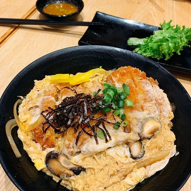 Tori Katsu Don with a generous piece of fried chicken cutlet, egg and mushrooms for a crazy price of $4.25 with @eatigo_sg's 50% discount.