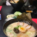 Was craving for a nice hot bowl of ramen and this Truffle Ramen from @kuro.izakaya totally hit the spot!