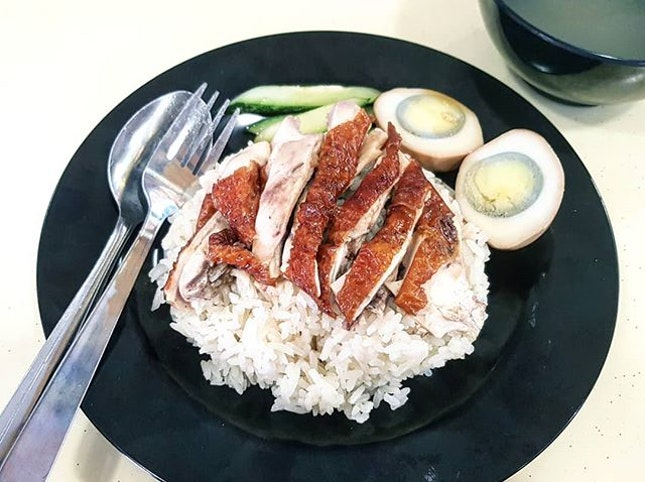 roasted chicken rice 👍🏻 7.7.18 #foodporn #sgfoodporn #foodsg #sgfoodies #instafood #foodstagram #cafehoppingsg #sgcafefood #vscofood #burpple #hungrygowhere