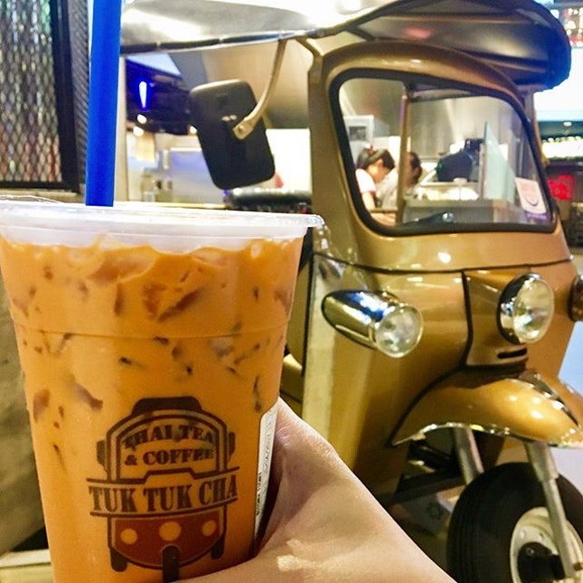 A refreshing cuppa Cha Yen ชาเย็น to perk up my sleepy Monday.