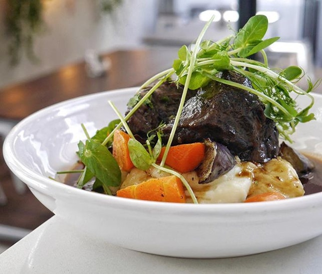 Braised beef cheeks may not be pageant winners, but the one at @botanist.sg is definitely a runner-up in my tummy!