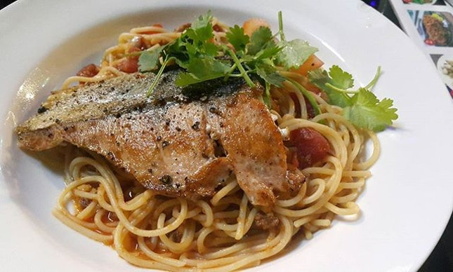 Great dinner at D'grill, & also ordered something from Big fish Small fish😋 I had the Salmon Spaghetti in Crab Meat Sauce($12.80), however the sauce just tasted like tomato sauce.