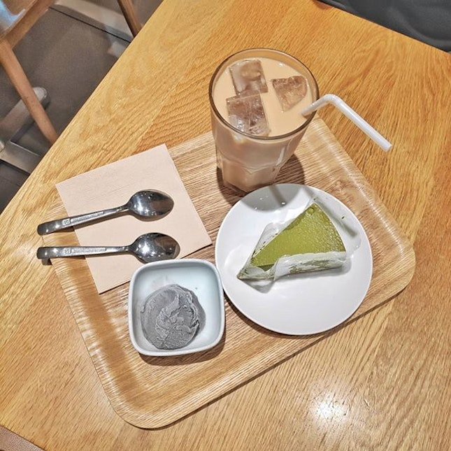 Muji cafe 😍 always wnated to try the food here but I felt the main dishes are like atas caipng LOL so I came by here just for the desserts 😍 desserts are 50% off when you get any drinks during weekday lunch/tea time!