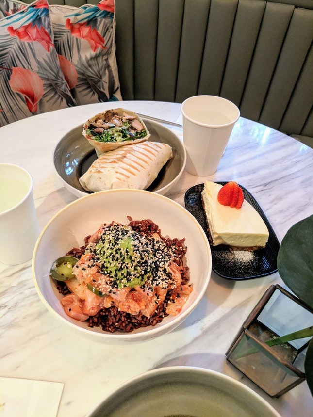 Salad Wrap And Poke Bowl