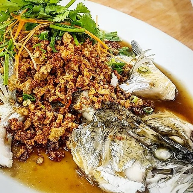 The signature steamed fishes (red grouper or seabass) are some of their best sellers, halved down the belly, vertebrates removed, leaving minimal bones in the fish, doused with HK style sauce, topped with blanket of crispy fried 菜脯碎.