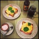 #finally #checkeditout #full #eggbenedict w/ #ham n #smokedsalmon 🍳 #rare #earlybrunch 😎 #TGIF #fridaybrunch #fridayfiesta #lazyfridayafternoon #lazylongweekend #instafood #instadrink #foodporn #foodlover #burpple #instabrunch #instalongweekend #cafehopping #sgcafe #theprovisionshop