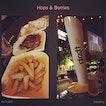 #thenightisstillyoung #happyhour #startnow #roundout #fortheyear 🍻 #instafood #instadrink #foodporn #foodlover #burpple #festiveofjoy #instajoy #instalongweekend #ilovedecember #dec2015 #hops&berries