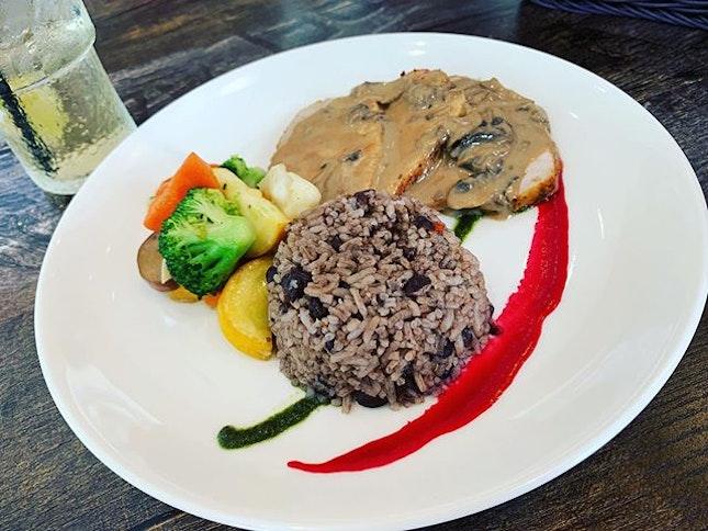 #firsttry #cubancuisine #grilledporkloin #mushroomsauce #yummilicious #nicetry #instafood #foodporn #foodlover #burpple #cubalibrecafeandbar #felzfooddiary