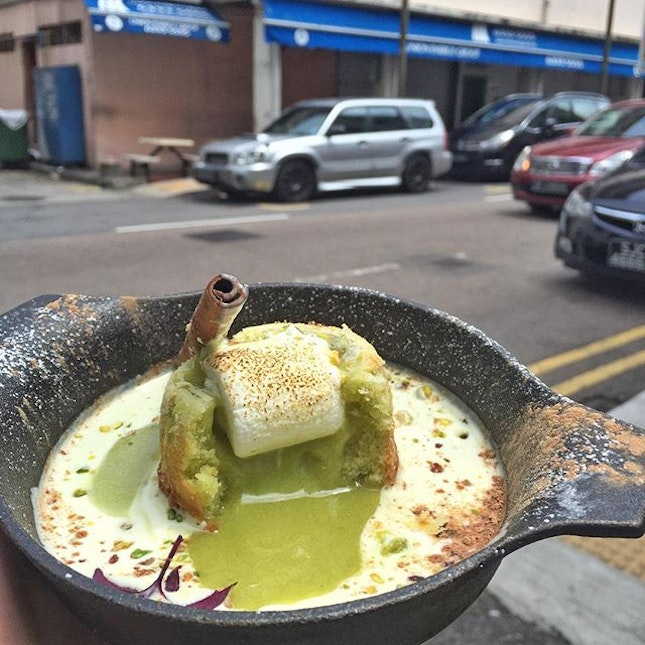 pistachio lava cake with that delightable pandan rice cream  yes I am craving for something like this.