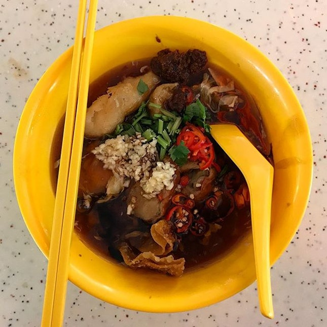 Tiong Bahru Lor Mee (S$4) for a satisfying late breakfast!