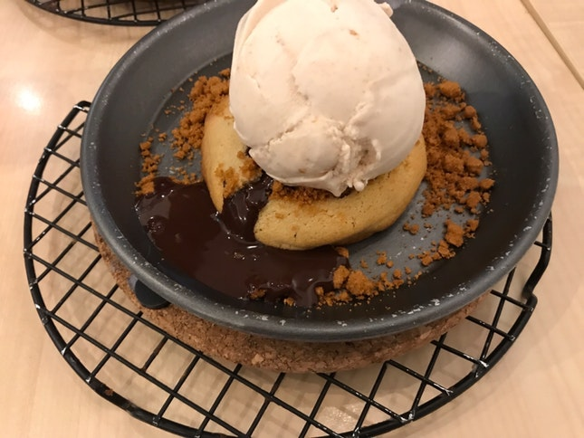 Speculoos Ice Cream With Chocolate Lava Cookie Set + Tea ($14)
