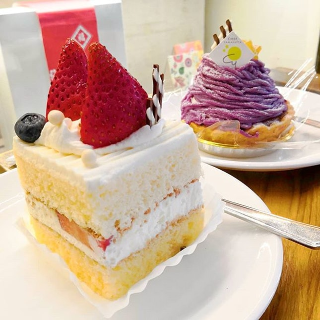 Finally got the chance to try out oishii cake from @chefyamashita Foodie Dessert Bucket List☑️ Their Best Seller Ichigo basically is Strawberry Shortcake with Mix Fruits.