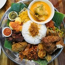 Have a taste of authentic scrumptious Indonesia food at Coba Coba(@cobasg) right now TODAY!😮 Hidden a few blocks away from Northpoint, this neighbourhood stall sure knows how to attract people of all races & culture to try their Nasi Ambeng or Nasi Padang.😎 Well, if you had a few friends with you who do not know what to eat and want to try out lots of tasty dishes at an affordable price; Coba Coba will fit perfectly.👍 Deluxe Nasi Ambeng(2pax-$32.90/3pax-$43.90) is the only way to go!🤗 Fragrance steamed white rice(Nasi Putih) that comes with Sambal Sotong, Beef Rendang, Ayam Kalio, Ikan Goreng, Sambal Terung, Bedegel, Telur Belado, Ikan Kering, Sambal Goreng, Paru, Urap, Sambal Kacang Ikan & Serunding.