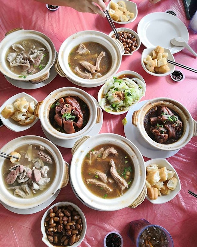 Another great gathering.😊 Pontian Bak Kut Teh(S-$6.80/L-$12.80) Succulent Pork Ribs that is easy to peel off from bone in sweet herbal soup.