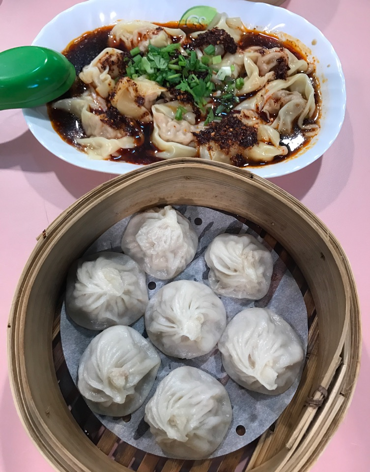 XLB ($4.50) and 红油抄手/Red Oil Chilli Vinegar Wantons ($4.50)