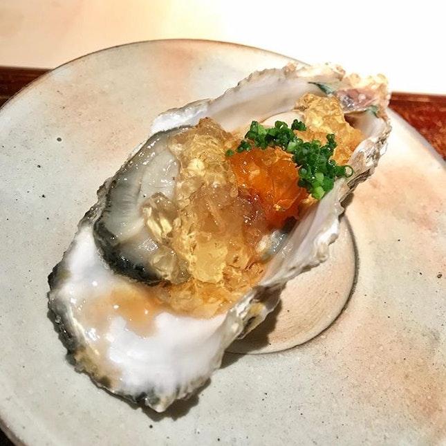 Omakase at Kiku Sushi 菊鮨 :: Tabelog Silver Award 2018 :: :: Oyster from Nagasaki :: :: #CoraInFukuoka swipe for more 📲.