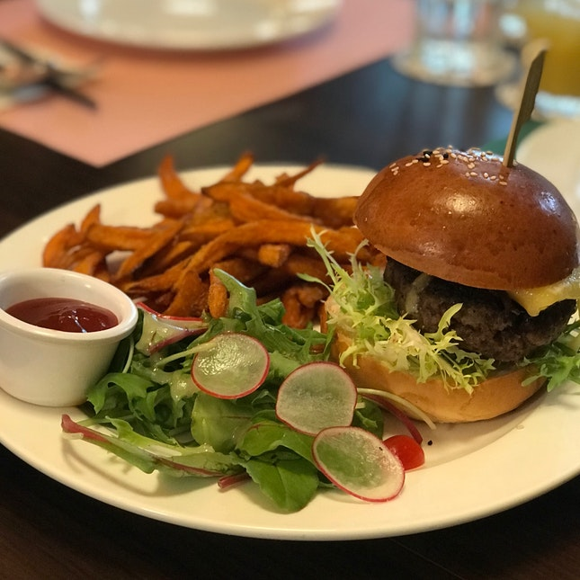 Truffle Beef Burger ($25) 🐄🍔
