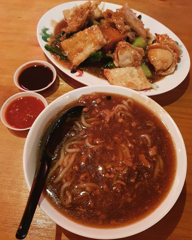6 pcs yong tau foo ($6) + noodles with meat gravy ($1.50)!